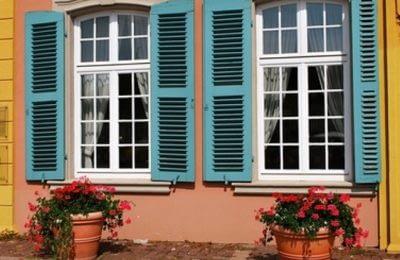 Fensterladen am Sprossenfenster