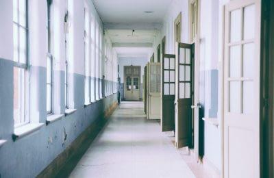 Türenallee zu Einzelwohnungen